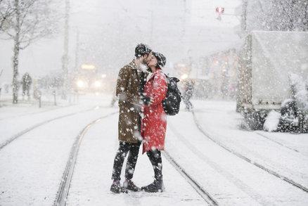 Nasaďte kulichy a rukavice, udeří pravá zima. Bude mrznout a na horách sněžit