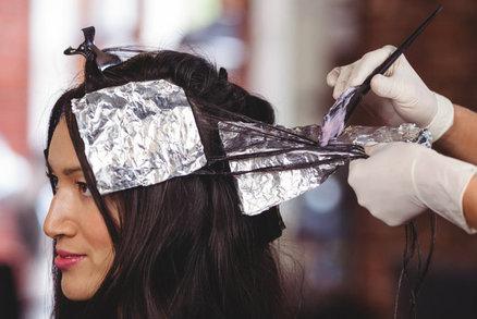 Šediny ve vlasech: Jak se barvit a stříhat, aby nebyly nápadné?
