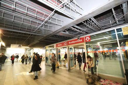 Město nepolevilo: Pasáž u metra Budějovická zůstane zavřená. Demolice potrvá 190 dní