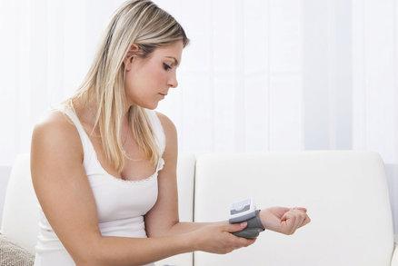 Otestujte se: Máte vysoký krevní tlak? Tohle jsou jeho skutečné příznaky