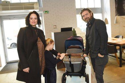 Jitka Čvančarová je podruhé těhotná! S rodinou už vybírala kočárek
