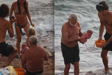 Porod do moře už má vysvětlení: Byl to rituál kontroverzního porodníka!