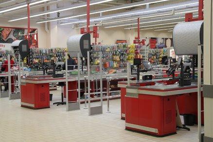 Zmatek s nákupem 28. října. Obchody můžou zůstat otevřené do 20:00, má to ale háček