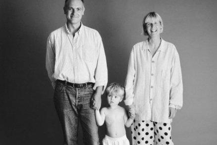 Máma, táta a syn se fotili dlouhých 21 let ve stejné pozici. Výsledek musíte vidět!