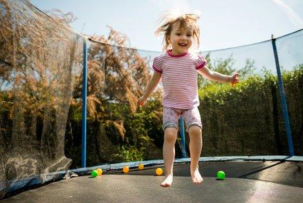 Bezpečná trampolína pro děti: Jak ji vybrat a kam ji umístit