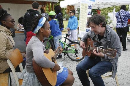 Jak trávit volný čas kvalitně? Nechte se inspirovat na festivalu Strawberry Fields na Černém Mostě