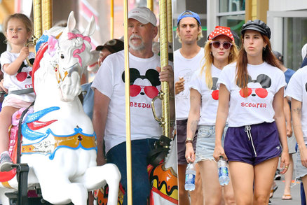 Bruce Willis: Akčně vyvenčil »babinec« v Disneylandu