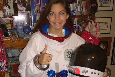 Je jí 17 a je součástí programu NASA. Chce být prvním člověkem, který přistane na Marsu