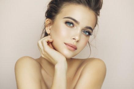 10 návyků, které mají ženy s dokonalou pletí: Naučte se je taky!