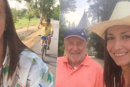 Slováček vedle milenky omládl: Módní vous a výšlapy na kole i ve vedru!