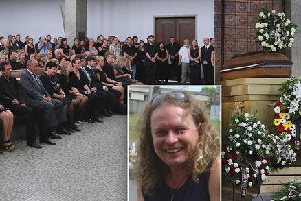 Pohřeb bubeníka Fešáků Melničenka: Rodina i kolegové se zalykali slzami