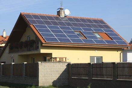 Obyvatelé na Čerňáku vyzkouší vlastní »elektrárnu«. Magistrát umístí solární panely na dva domy