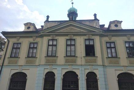 O veleslavínský zámek už není zájem? O jeho pronájem se hlavní město nepřihlásilo