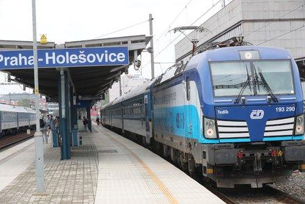 České dráhy sníží platy lidem z kanceláří, některé čeká vyhazov. Maláčová zuří