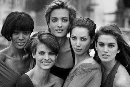 Jak to vypadalo bez retuše? Připomeňte si modelky z 90. let, které nepotřebovaly Photoshop