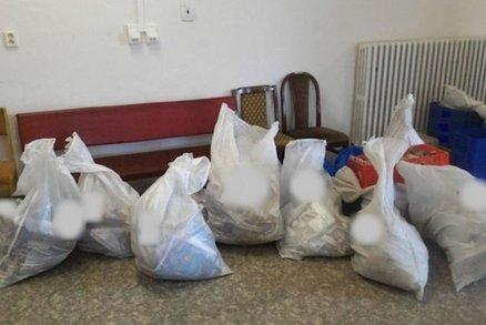 Pošťák z Prostějova nestíhal doručovat zásilky, tak je syslil doma: Teď mu hrozí pět let ve vězení