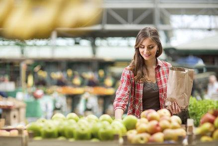 Jak zhubnout a ušetřit na jídle? Naučte se nakupovat tyto potraviny