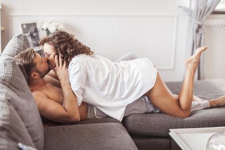 Sex během menstruace! Má svá rizika, ale i výhody. Víte o nich?