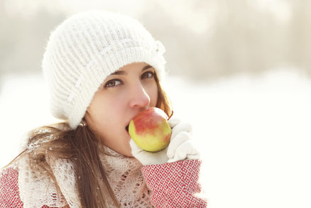 Hubnutí v zimě má svá pravidla. Tyto potraviny vám pomohou a zlepší náladu!