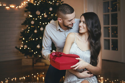 10 dárků, které ženy za žádnou cenu nechtějí najít pod stromečkem