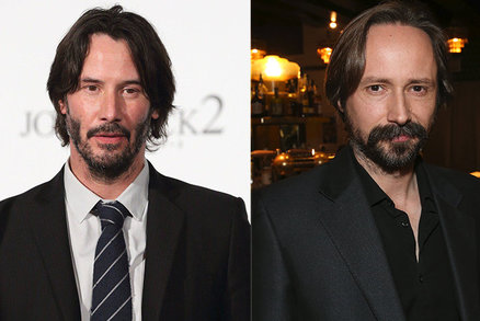 Rozděleni při porodu? Herec Dejvického divadla vypadá stejně jako Keanu Reeves!