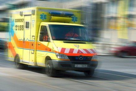 Dědeček srazil autem babičku a ujel! O kousek dál narazil do stromu a zemřel