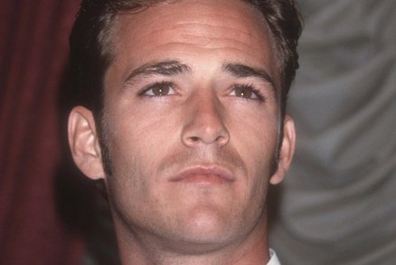 Obhroublý žoldák Wade Wilson alias Deadpool (Ryan Reynolds) dá dohromady.