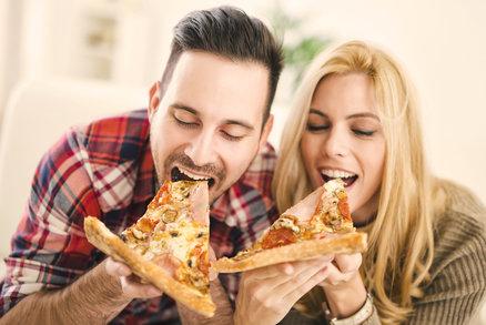 Chcete se dozvědět o svém příteli víc a zjistit, jaké má třeba mouchy? Vezměte ho do pizzerie nebo si objednejte pizzu domů, a dozvíte se i to, co by vám nikdy neprozradil. To, jaký druh si objedná či jakou techniku při jídle použije, o něm skutečně prozradí hodně. Budete se divit!