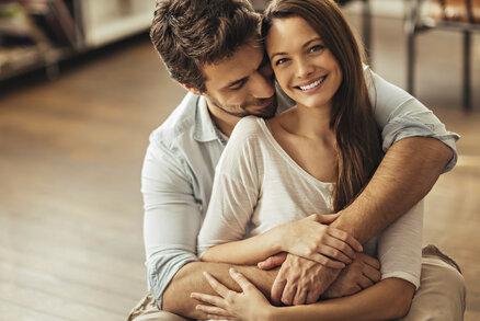 Aby vztah nepřeválcovaly nuda a stereotyp, je potřeba na něm neustále pracovat. Jste s partnerem už dlouho a potřebujete vašemu vztahu dodat zase trochu šťávy? Tady je osm tipů, se kterými to půjde jedna báseň. Vyzkoušejte je!