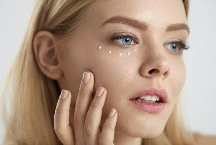 Test očních krémů: Který zabírá na vrásky a kruhy pod očima?