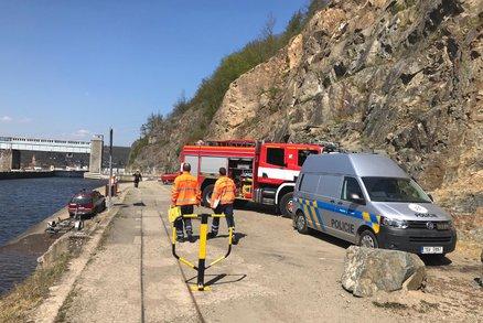 Mrtvá žena na břehu Vltavy! V Hradištku u Prahy zasahují policisté