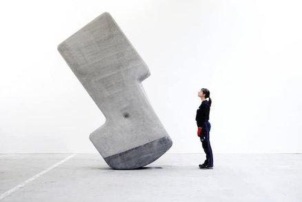 Jak pohnout 25 tunami betonu? Jde to i pouhou rukou!