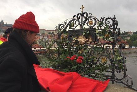ŽIVĚ: V Praze vrcholí svatojánské slavnosti Navalis. Velká podívaná na Vltavě bude letos bez ohňostroje