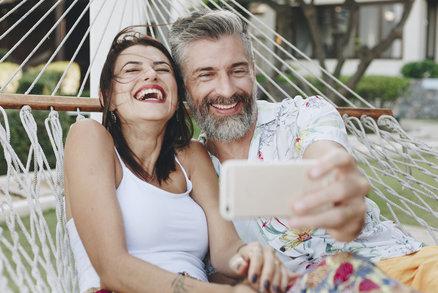 Skutečné ženy přiznaly: Co nás tak přitahuje na starších mužích?