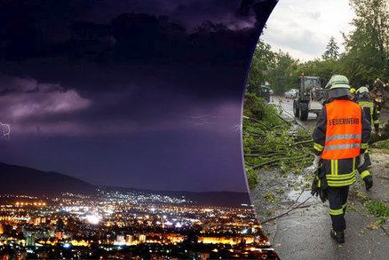 Bouře smetla Italku ze silnice, zraněním podlehla. Padaly i kroupy jako tenisáky