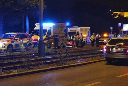 Tragédie v Podolí: Tramvaj usmrtila muže, policisté hledají svědky