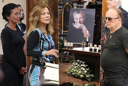 Pohřeb Gottova scénografa Klanga: Loučili se Šmuclerová, Janda, Zapletal a další osobnosti