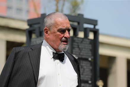 Schwarzenberg se dohodl s nevlastní sestrou. Rodinnou hrobu vloží do nadačního fondu