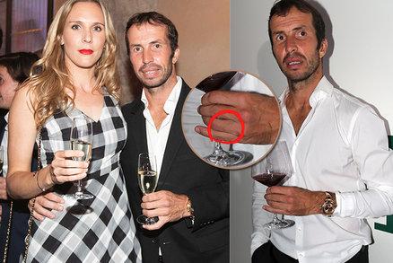 Radek Štěpánek s manželkou Nicole na party: Luxusní hodinky místo snubáku!