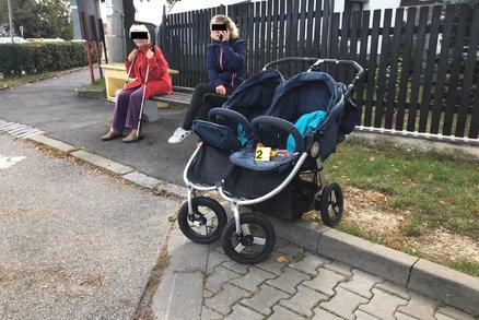 Auto v Horoměřicích srazilo chodce s kočárkem! Vezl v něm dvě malé děti
