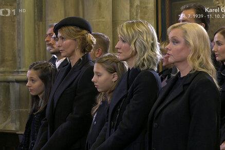 ONLINE: Pohřeb Karla Gotta: Jeho holčičky nakonec přišly. Po mši rychlá cesta do krematoria