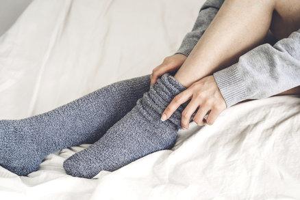Trápí vás studené nohy? Příčinou může být jedna z těchto nemocí!