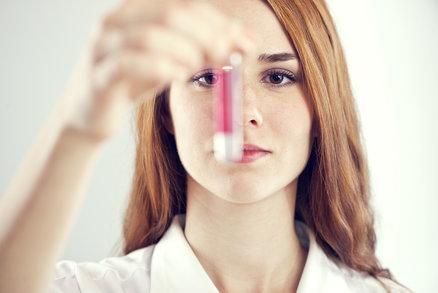 Prozradí krev rakovinu? Víme, co všechno se dá z odběrů vyčíst