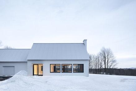 Ze staré farmy vznikl minimalistický domov s krásnými výhledy do krajiny