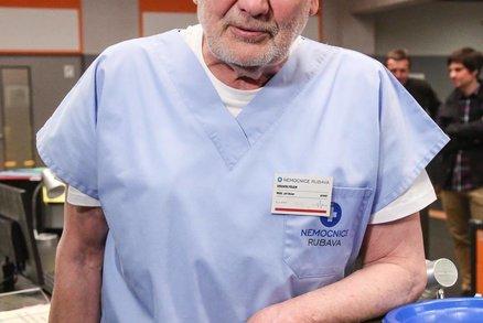 Herec Jiří Štěpnička (73), hvězda seriálu Sestřičky Modrý kód: Náhlá výpověď!