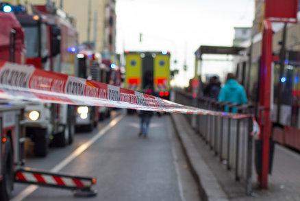 Motorkář (†44) zemřel při havárii u nádraží Libeň. Policie hledá svědky z tramvaje číslo 8