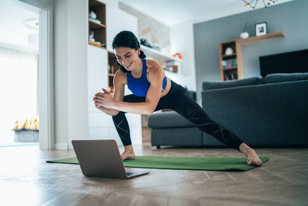 Buďte fit i doma v karanténě! Vyzkoušejte on-line videa a cviky z Instagramu