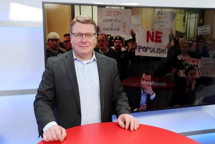 Zfalšovanými podpisy okradli podnikatele o půl milionu. Jeden z nich patřil také starostovi Prahy 1