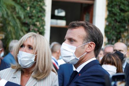 Macron (42) tráví s Brigitte (67) každou volnou minutu: Bojí se prezident, že mu žena uteče?