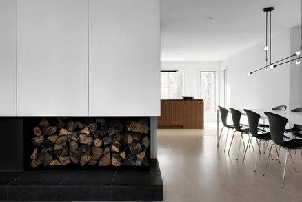 Dům s interiérem, který působí jako zasněžená krajina